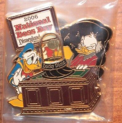 Disney DLR National Boss Day 2009 Donald Duck Scrooge McDuck LE 1000 Pin