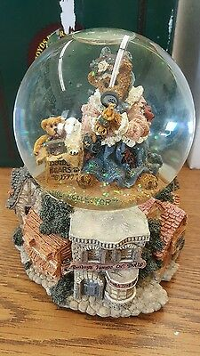 Baileys House Of Dolls Water Snow Ball Globe Music Box Boyds Bears 27051