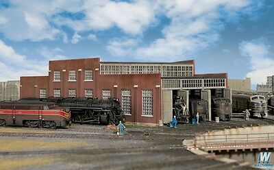 3261 Walthers Cornerstone 3-Stall Modern Roundhouse Add On N Scale