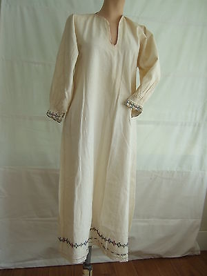 Vintage Balkan handmade woman's embroidered chemise / dress – peasant boho