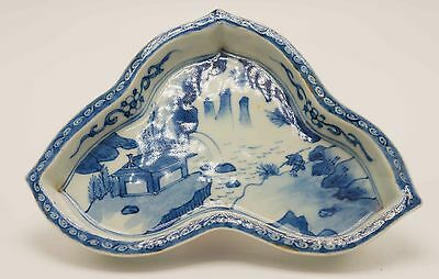 Unusual Chinese 18/19th C Century Blue and White Footed Dish