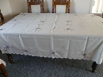 VINTAGE  CREAM EMBROIDERED FLORAL DESIGN TABLECLOTH 180 cms x 138 cms
