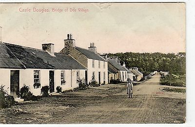 BRIDGE OF DEE VILLAGE: Kirkcudbrightshire postcard (C4105).
