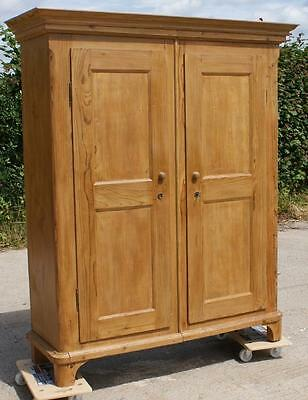 A FANTASTIC  19th CENTURY ANTIQUE GERMAN SOLID PINE  CUPBOARD /  ARMOIRE