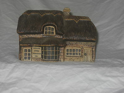 collectable miniature house by childswickham pottery worcestershire