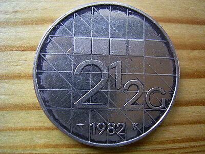 1982  netherlands 2 1/2 gulden coin collectable