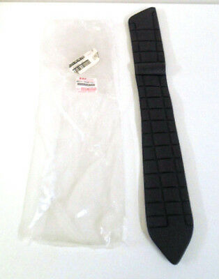 Suzuki An650 Burgman Rubber Floor Mat Front Right New Rrp £57.33
