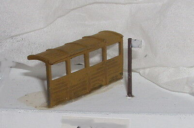 P&D Marsh N Gauge n Scale X61 Covered bus shelter Painted