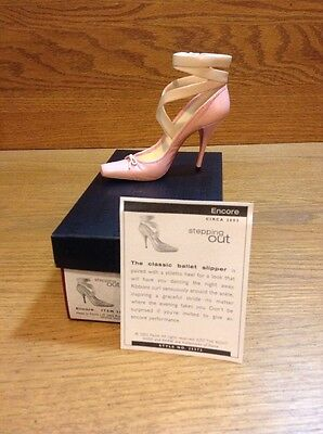 2002 RAINE-JUST THE RIGHT SHOE STEPPING OUT FIGURINE ENCORE 25372 Box Coa