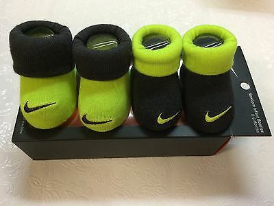 NEW NIKE Baby Infant CRIB Shoes Booties 2 Pair Socks Size 0-6 M
