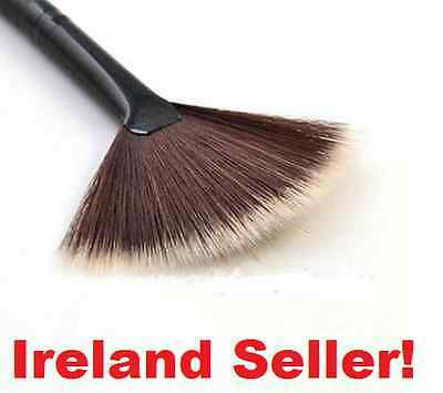 IRELAND DELIVERY NEW Fan Makeup Brush Professional Highlighter Application Brush