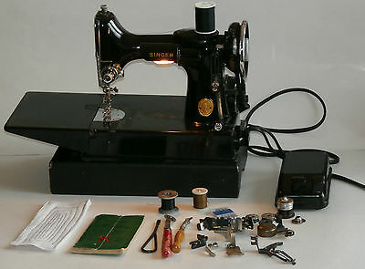 Singer Featherweight 221-1 Portable Electric Sewing Machine w/ Case &Accessories