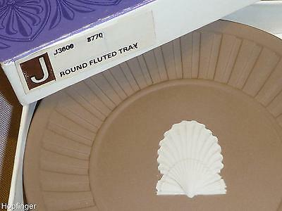 Wedgwood Jasperware Boxed Round Fluted Tray With White Shell On Taupe