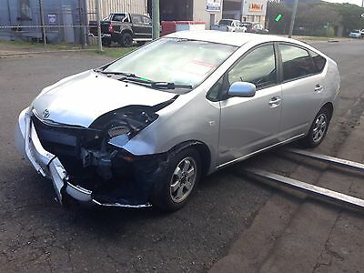 2009 Toyota Prius NHW20 hatch back wrecking for parts.