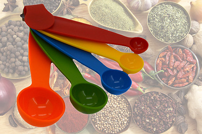Multi-Coloured 5 Piece Plastic Measuring Spoons Kitchen  Cooking Kit
