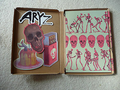 Very Nearly Almost VNA SIGNED ARYZ Issue #27 ed150 Original box plus x4 stickers