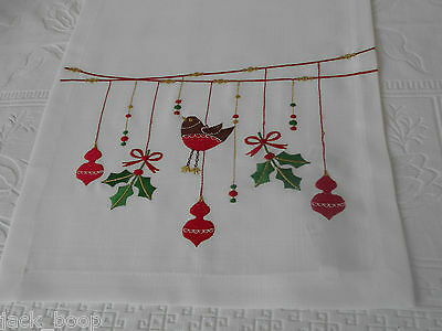 """EMBROIDERED ROBIN HOLLY AND BAUBLES CHRISTMAS TABLE RUNNER 14"""" x 75"""""""