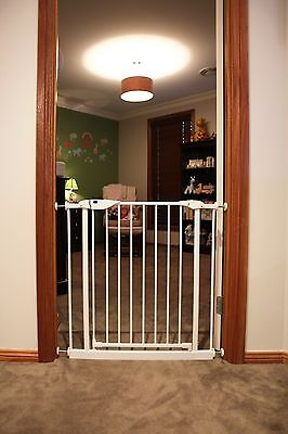 NEW PROTECTOR Baby Safety Doorway Gate - White (Suits openings 73-82 cm) 2127