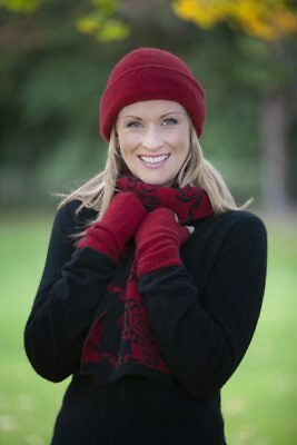 Kowhai Scarf in BERRY, BLACK