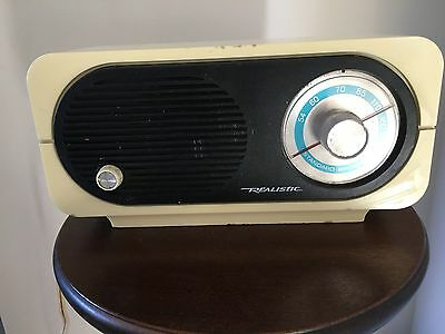Vintage Realistic AM Radio Model NO 12-686