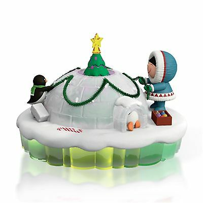 """Brand New! 2015 Hallmark Frosty Friends """"dome For The Holidays"""" Magic Ornament"""