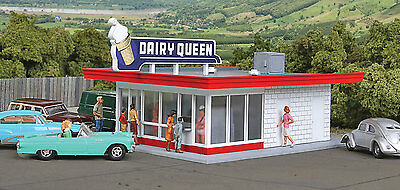 3845 Walthers Cornerstone Vintage Dairy Queen Ice Cream Stand N Scale