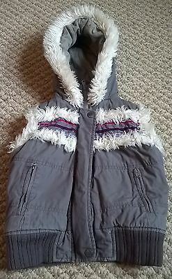 Girls Toddler Fat Face Gillet Body Warmer Faux Fur Lined Warm Hooded 2-3 Yrs