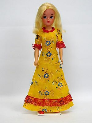 Vintage Sindy Doll In Yellow Floral Dress With Red Lace Trim 44379 (1980)
