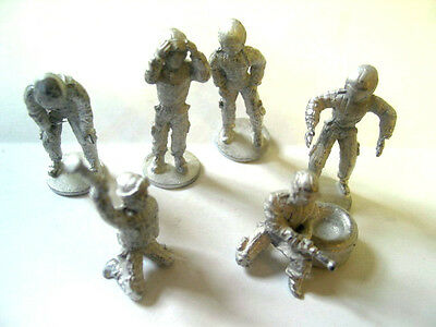 1/32 scale figure SRA F7 PIT CREW SET (WHEELS AND TYRES) NEW UNPAINTED OLD STOCK
