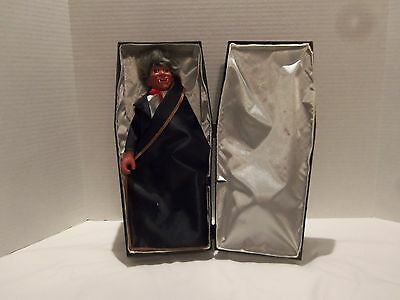 VINTAGE 90s VAMPIRE IN COFFIN TOY (TALKS-MOVES-ERRIE SOUNDS)VERY RARE-HALLOWEEN
