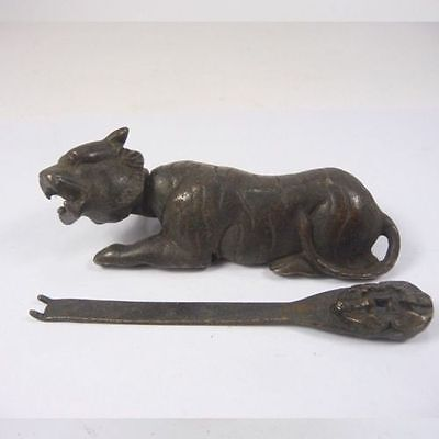 Handwork China Old Decorated Copper Usable Tiger Shaped Lock and Key