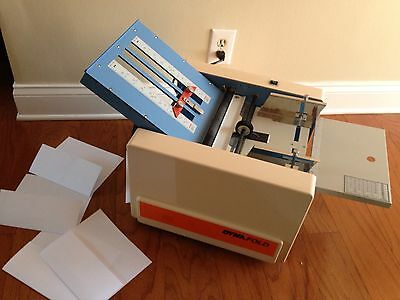 Dynafold  De-102Af Automatic Folding Machine Office Needs One Tray But Works!