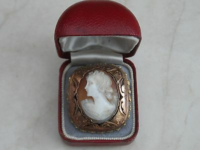 LOVELY VINTAGE FINELY CARVED SHELL CAMEO & Rolled Gold BROOCH/PENDANT