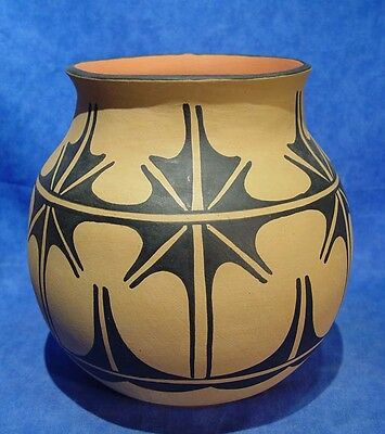 """LARGE 10""""x10 Santo Domingo Pueblo Tall Olla by Robert Aguilar c.1980 Mint cond."""
