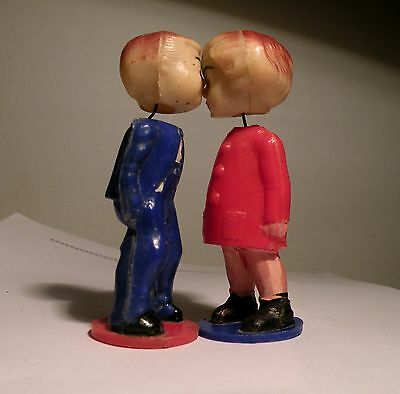 Vintage Bobblehead Kissing Dolls