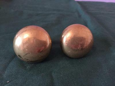 2 x ANTIQUE / VINTAGE RECLAIMED BRASS DRAWER HANDLES / KNOBS