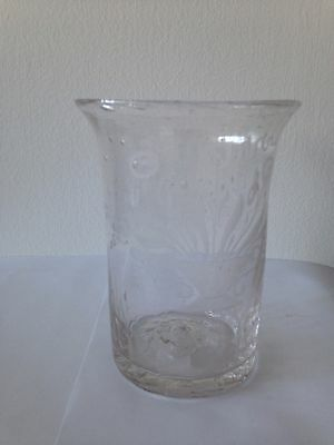 Vintage Tumbler With Itching