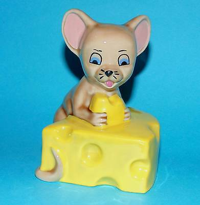 WADE ornament Figurine ' Mouse with cheese ' collectors club 1997 1st Quality