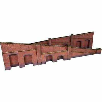 Metcalfe PO248 00/H0 Scale Tapered Retaining Wall in Red Brick