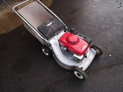 Honda HR 216  self propelled 2 speed petrol lawnmower.