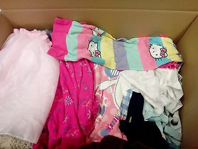 40 pieces of girls clothes (1 to 5 years) wholesale/joblot. Read the description
