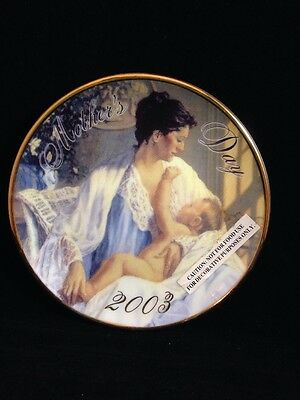 """Avon Mothers Day Plate """"HELD IN LOVING ARMS"""" 2003 - Very Sweet"""