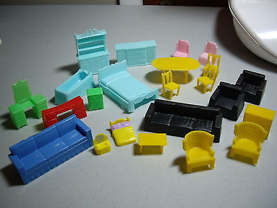 Lot of 23 Pieces of Vintage Plastic Dollhouse Furniture All Good Condition Brand