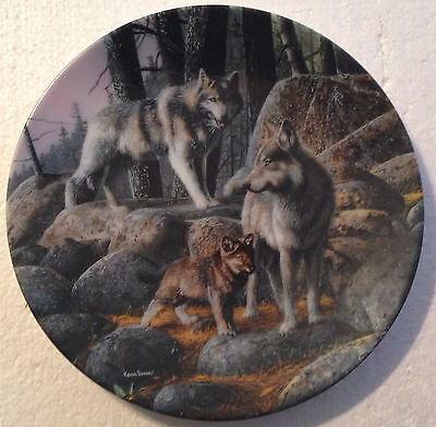 COLLECTABLE WOLF PLATE 8 1/4 INCHES - A NEW FUTURE by KEVIN DANIAL- BRADEX