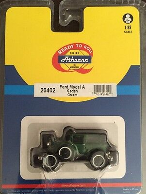 Athearn Vehicles In Miniature Ford Model A Sedan Greem # 26402 Scale 1:87