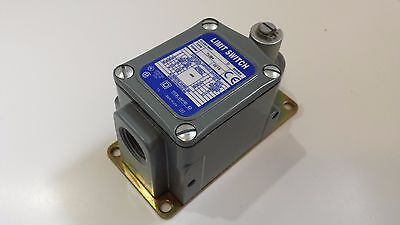 New Square D Limit Switch 9007 TUB4 M11 Ser D