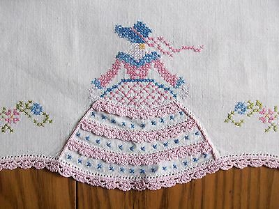 "BEAUTIFUL VINTAGE 16""x32"" RUNNER ~ HAND EMBROIDERY & CROCHET ~ SOUTHERN BELLE"