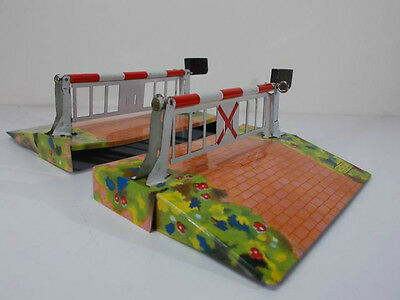 French Hornby O Gauge M Series Level Crossing