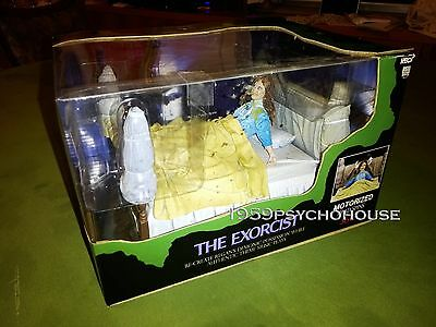 The Exorcist-  Regan Action Figure Motorized With Music! - Neca - L'esorcista