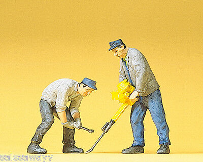 Preiser 45019 2 Railway construction workers with Track plug device/